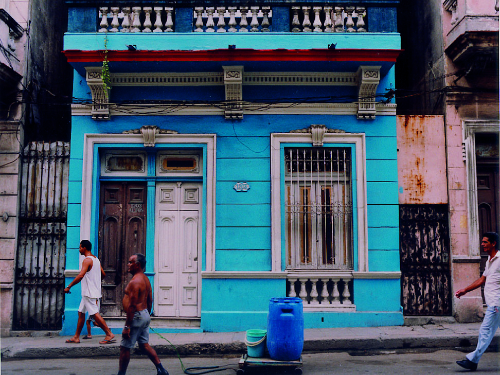 Cuba10_Freshly painted bldg_chromogenic_VP.jpg