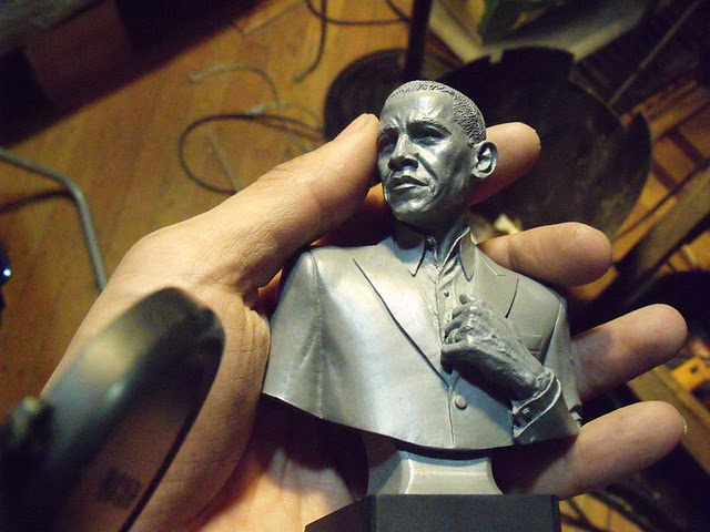 carbonfibreme_renegade_obama_sculpture_progress_hand.JPG