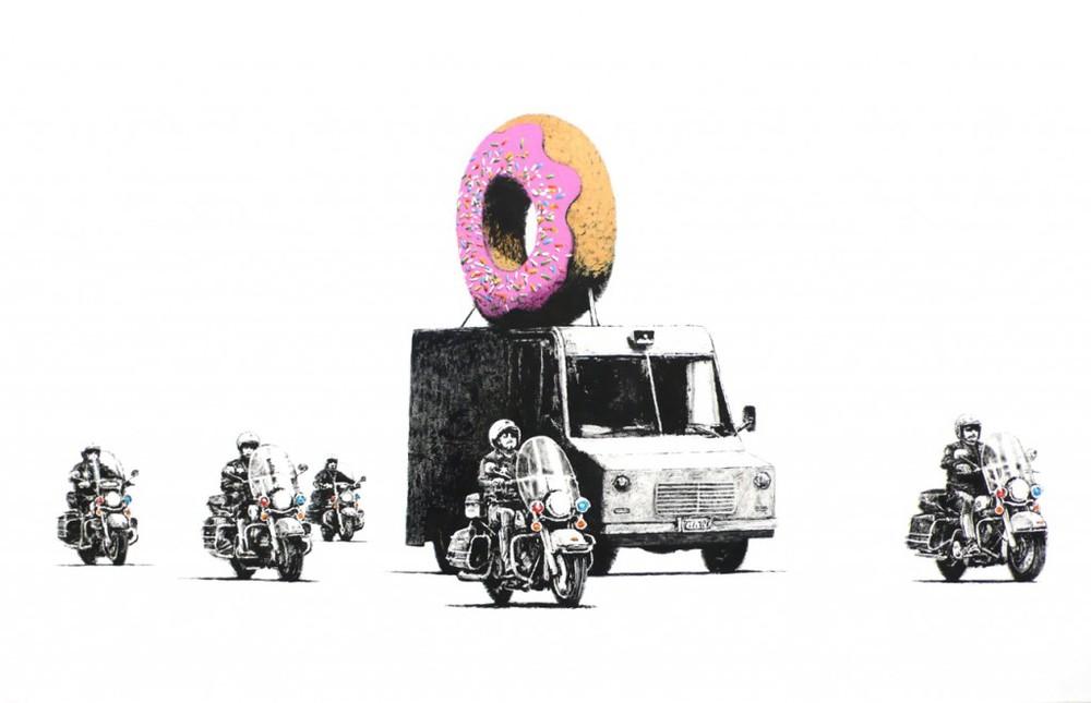 20100909th-banksy-graffiti-police-escort-donut-1024x660.jpg