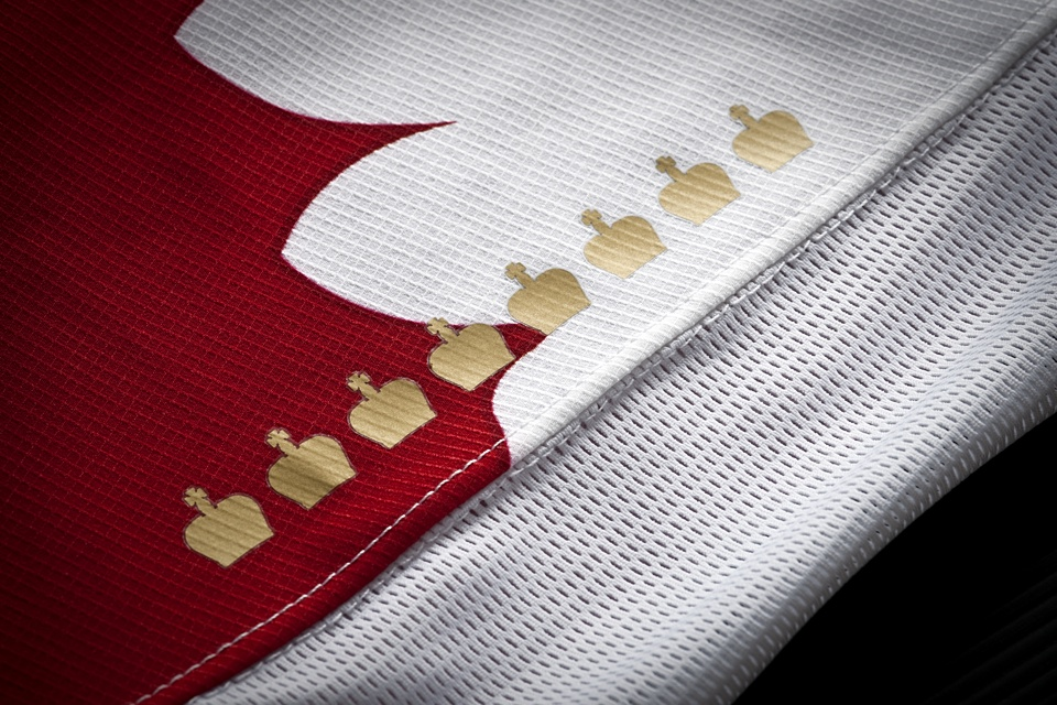Eight gold crowns sit on the right sleeve denoting Russia's previous gold medals.
