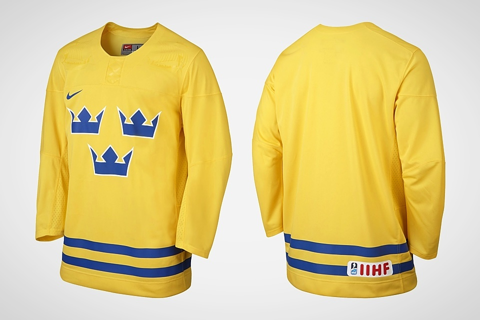 The retail version of the jersey features the IIHF logo on the back.