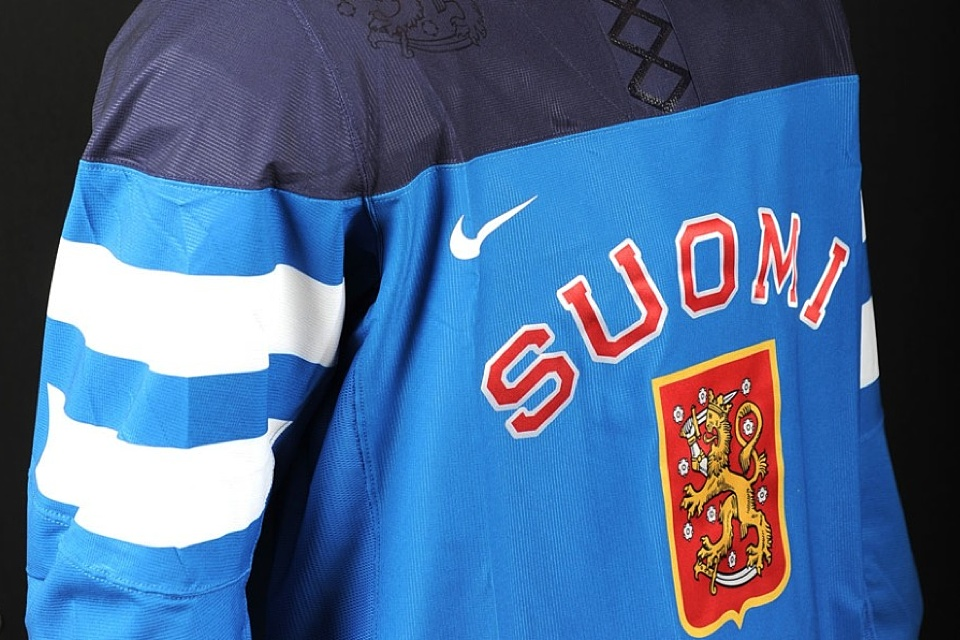 This throwback-inspired design features some Nike upgrades, including a Finnish flag on the sleeves and the lion from the crest embellishing the shoulders.