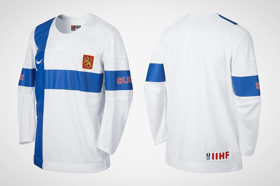 On the retail version, we see that the vertical flag stripe stops at the shoulder and the IIHF logo is added to the back.