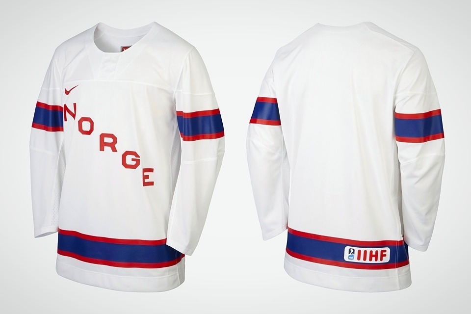 The retail version shows the IIHF logo like all the others, but any shoulder embellishments are not discernible.