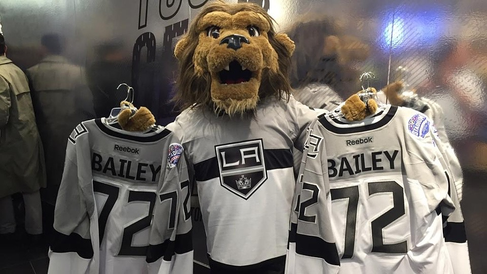 Kings officially unveil 2015 Stadium Series uniform! — icethetics.co f14717dfa