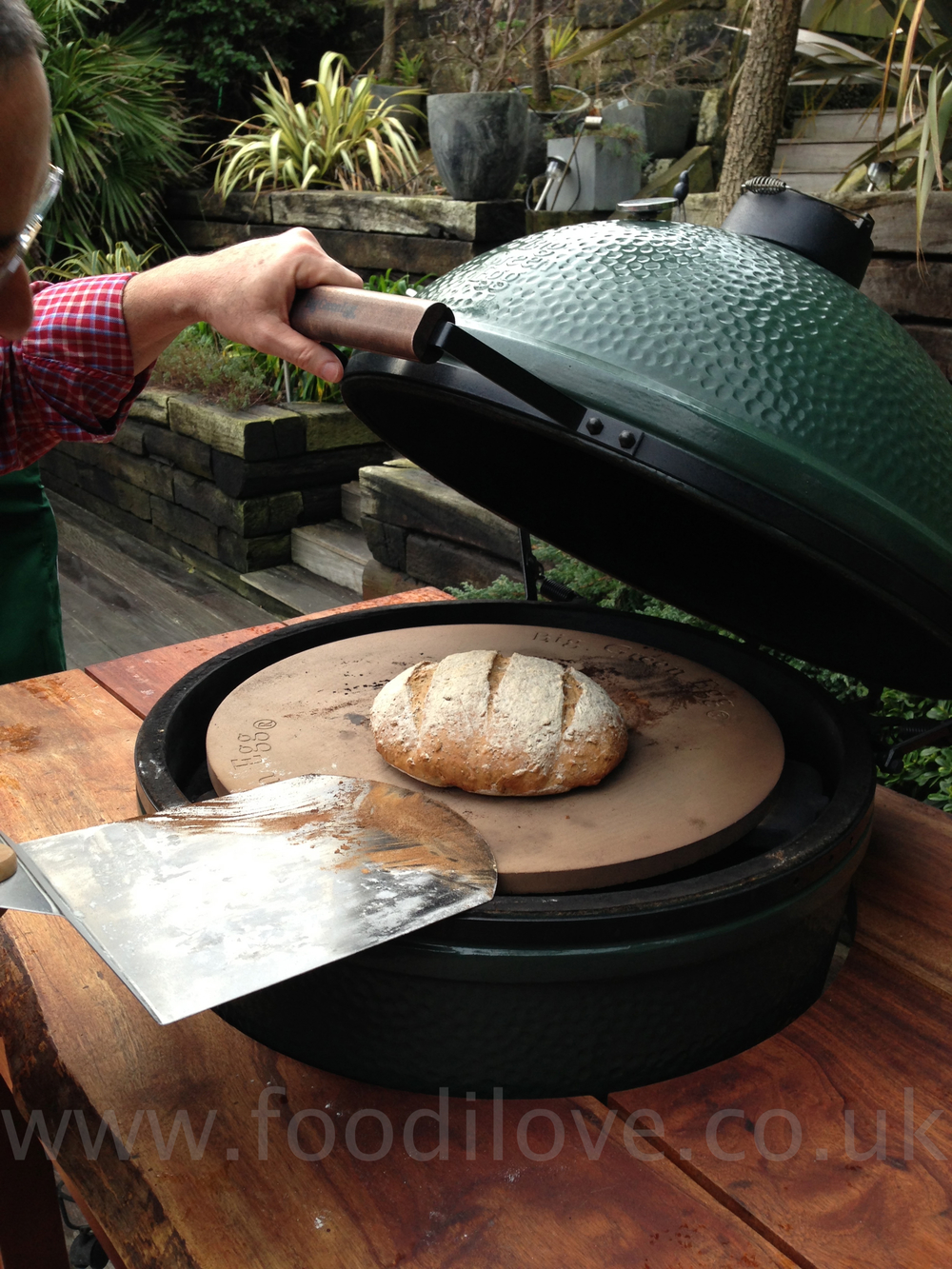 Quick and easy white and Brown Bread on the BigGreenEgg!