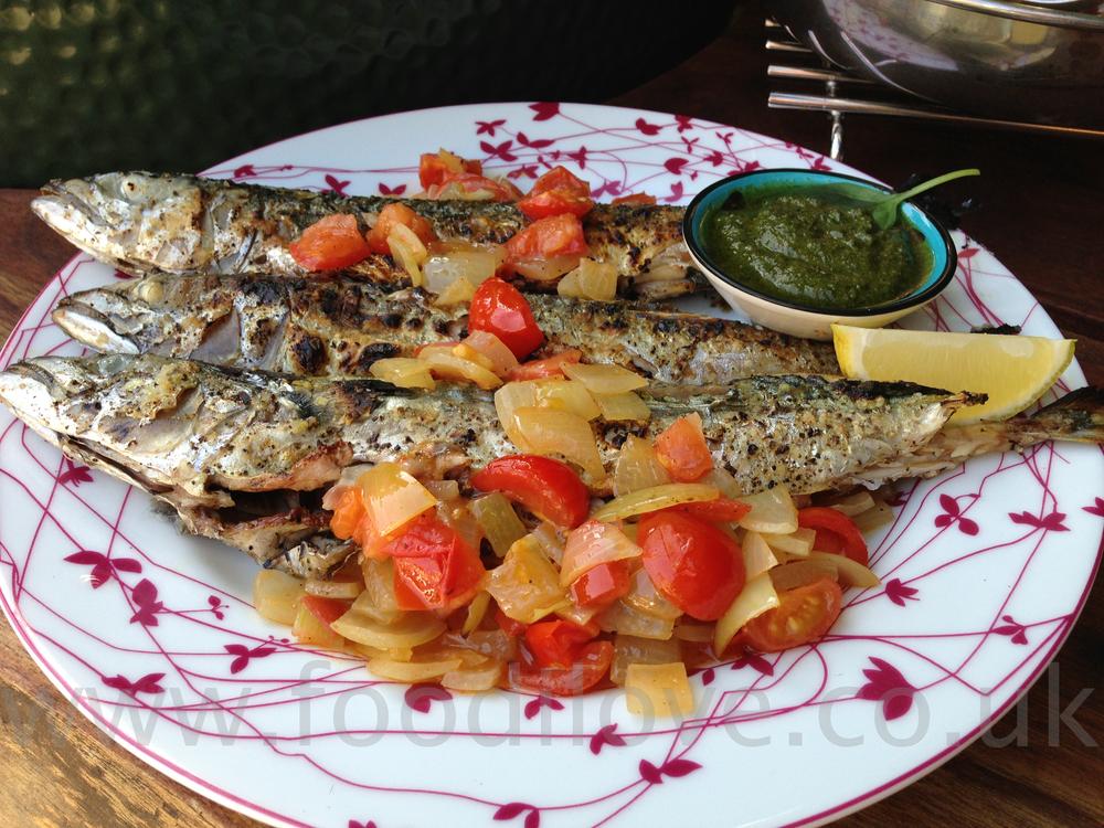 Mackerel with Tomatoes, Pesto and Onions on the Braai/BigGreenEgg