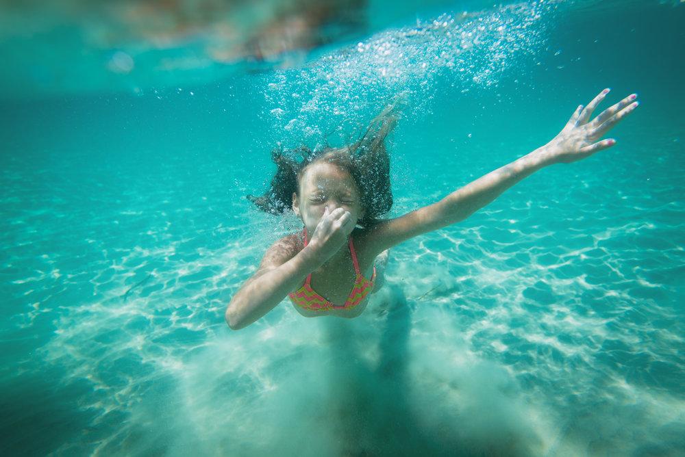little-girl-snorkeling-PBDB7PF.jpg