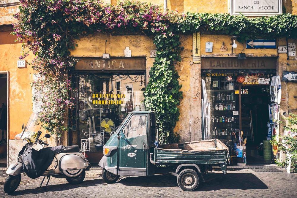 Street scene: Rome