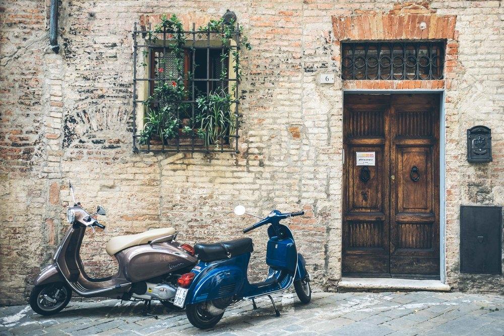 Street scene: Siena