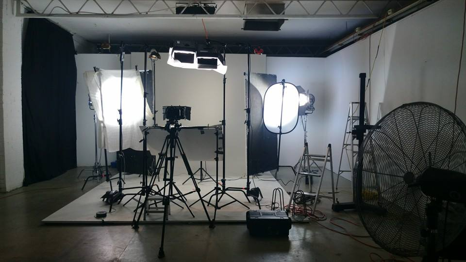lighting set. all this for one frame but itu0027s worth it lighting set m