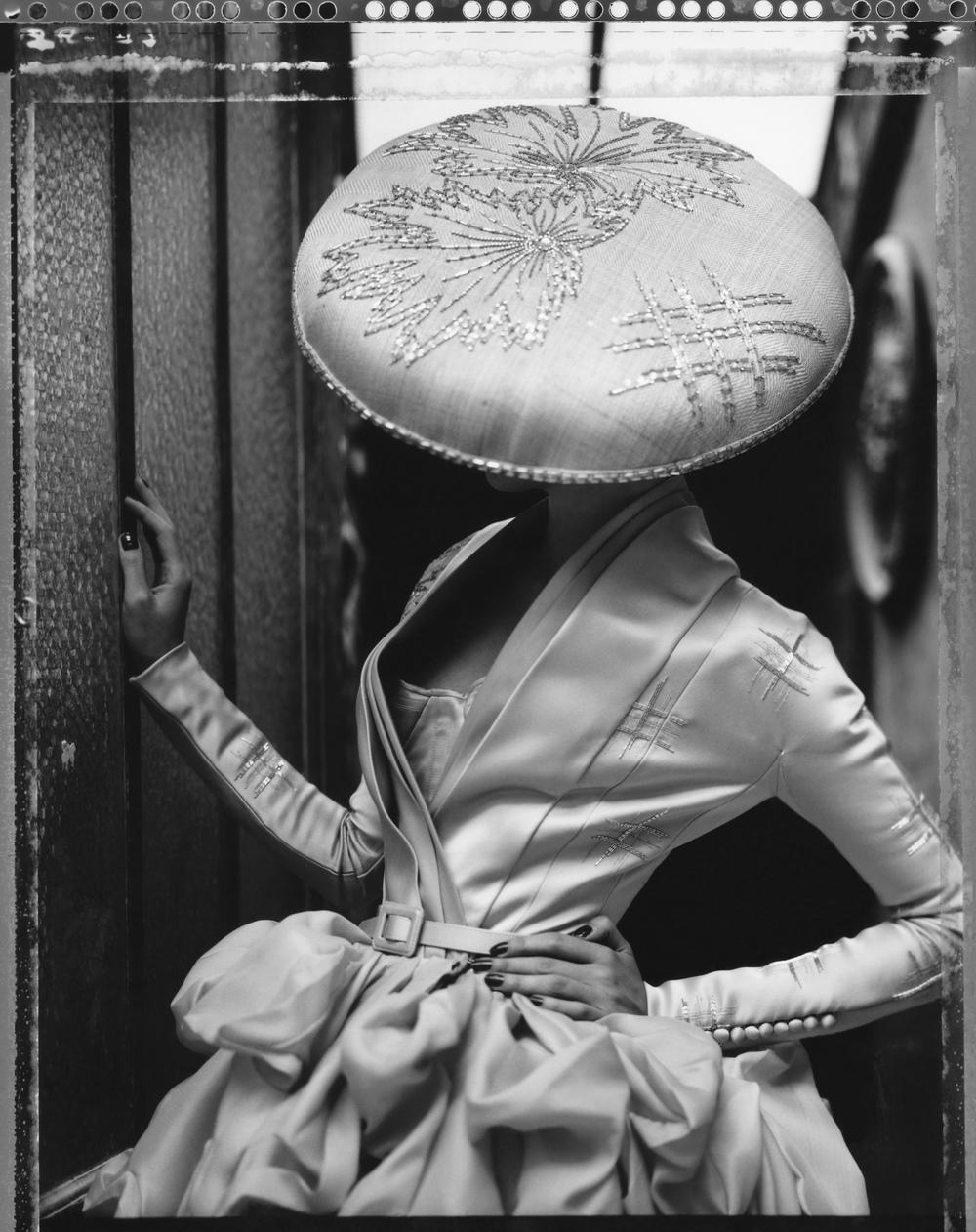 LA FILLE EN PLÂTRE VIII, DIOR – HAUTE COUTURE SUMMER 2007, 2009.Gelatin silver print, 24 x 20 inches (61 x 50.8 cm).© Cathleen Naundorf / Courtesy Edwynn Houk Gallery, New York & Zürich