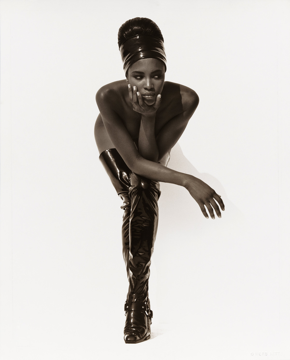 Herb Ritts (American, 1952-2002) Naomi Campbell, Face in Hand, Hollywood 1990 Gelatin silver print Museum of Fine Arts, Boston Gift of Herb Ritts Foundation in honor of Malcolm Rogers © Herb Ritts Foundation Photograph © Museum of Fine Arts, Boston