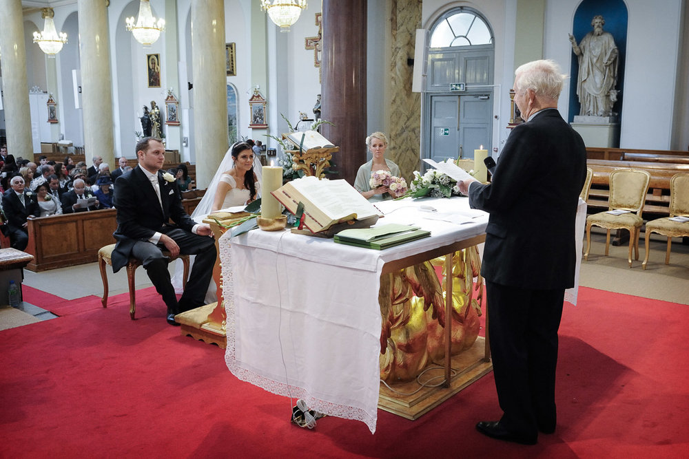 hampton court wedding photography_12.jpg