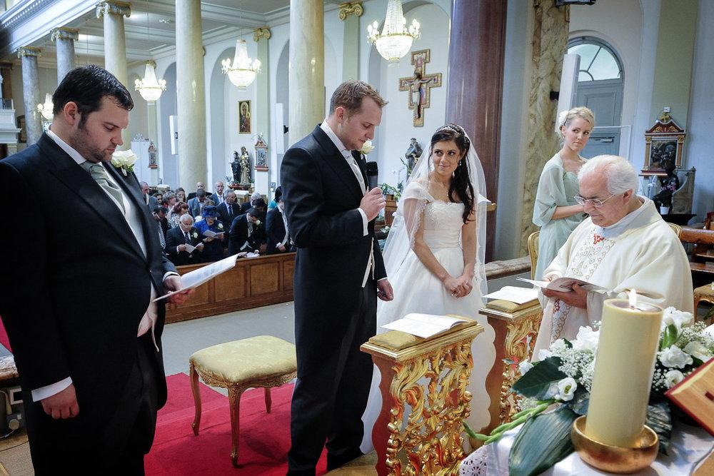 hampton court wedding photography_18.jpg