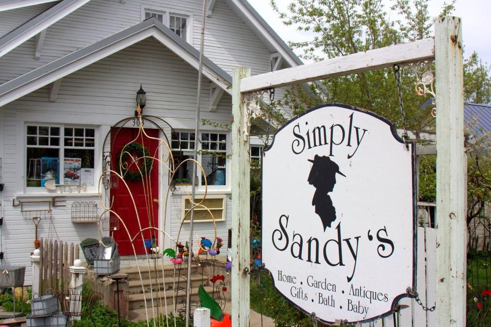 Simply Sandy's, one of the favorite shopping stops in Joseph for locals and visitors alike.