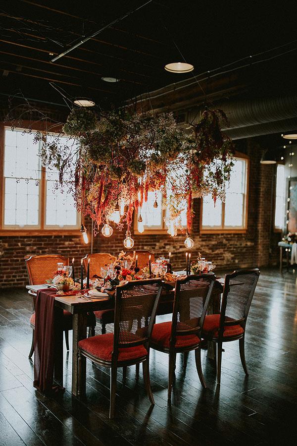 image source: https://ruffledblog.com/woodland-tablescape-industrial-loft/