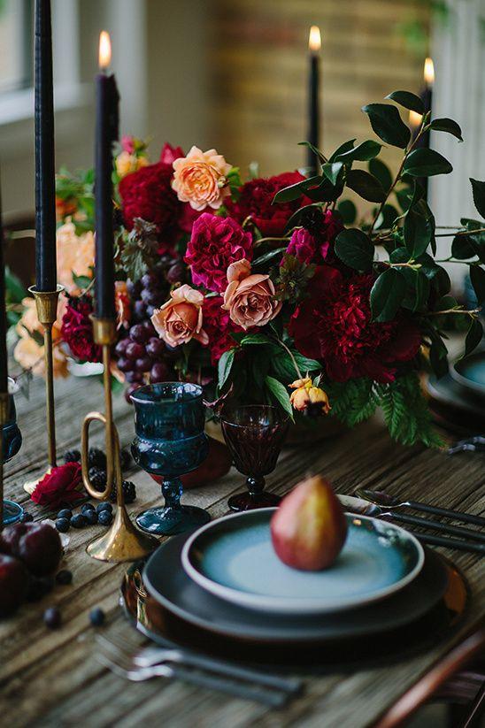 NAPKIN IDEAS: https://www.weddingchicks.com/blog/deep-and-luxurious-wedding-ideas-l-12616-l-41.html