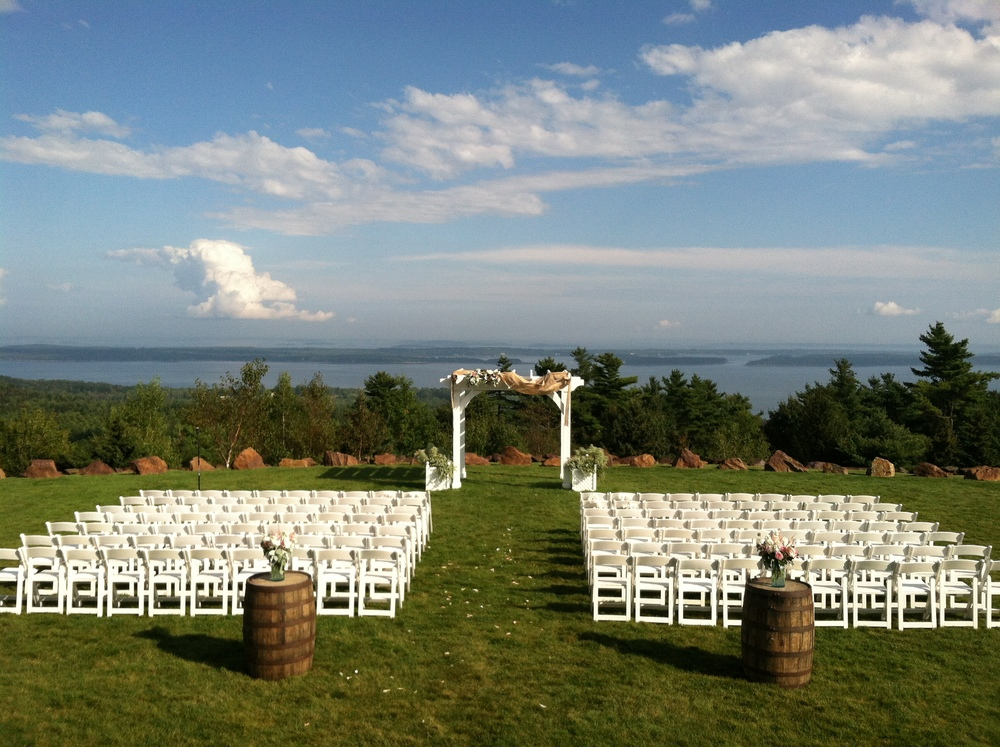 The best list of Maine wedding rental companies. | Photo by  A Sweet Start