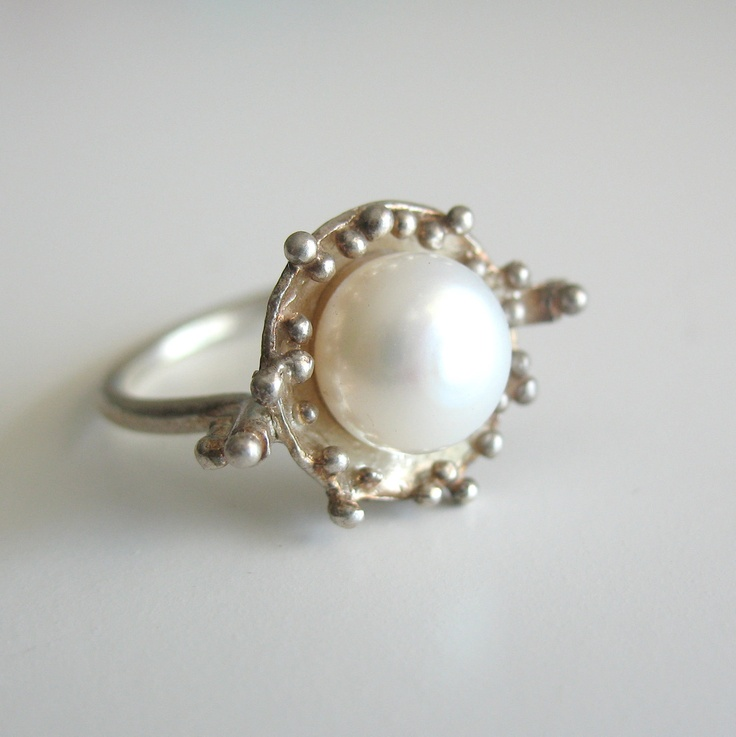 pearl ring due drops.jpg