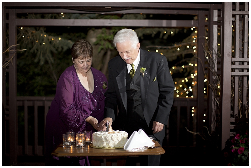 I love this idea of having another cake cutting ceremony on your anniversary.