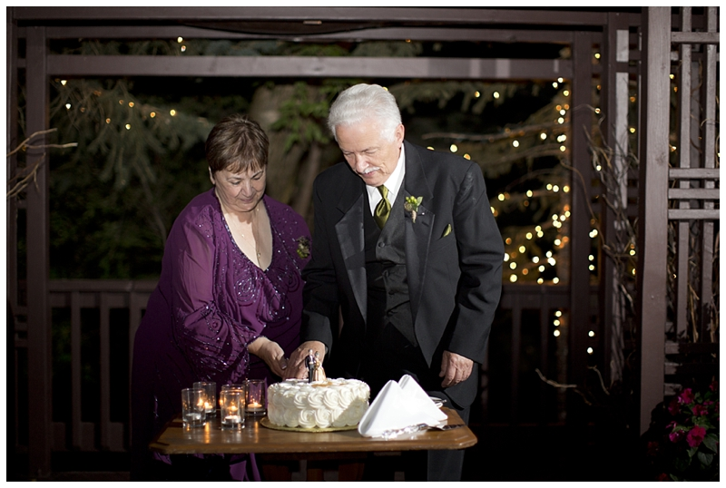 Sophia got married on her parents 50th anniversary, and surprised them with their own cake cutting ceremony!!!