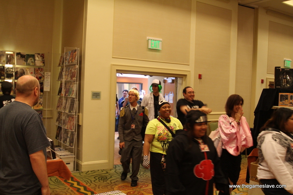 Orderly Con-goers coming into the Dealer's Room