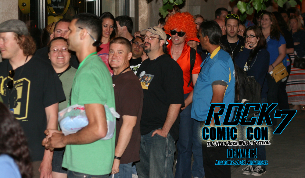 8-RockComicCon_LineOutside.jpg
