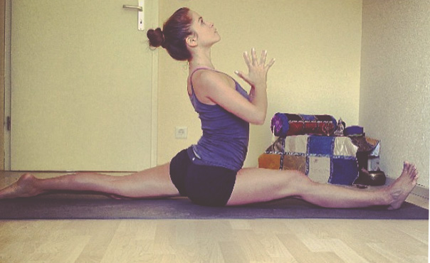 Pin it! A yoga video to prepare the body for hanumanasana (splits).
