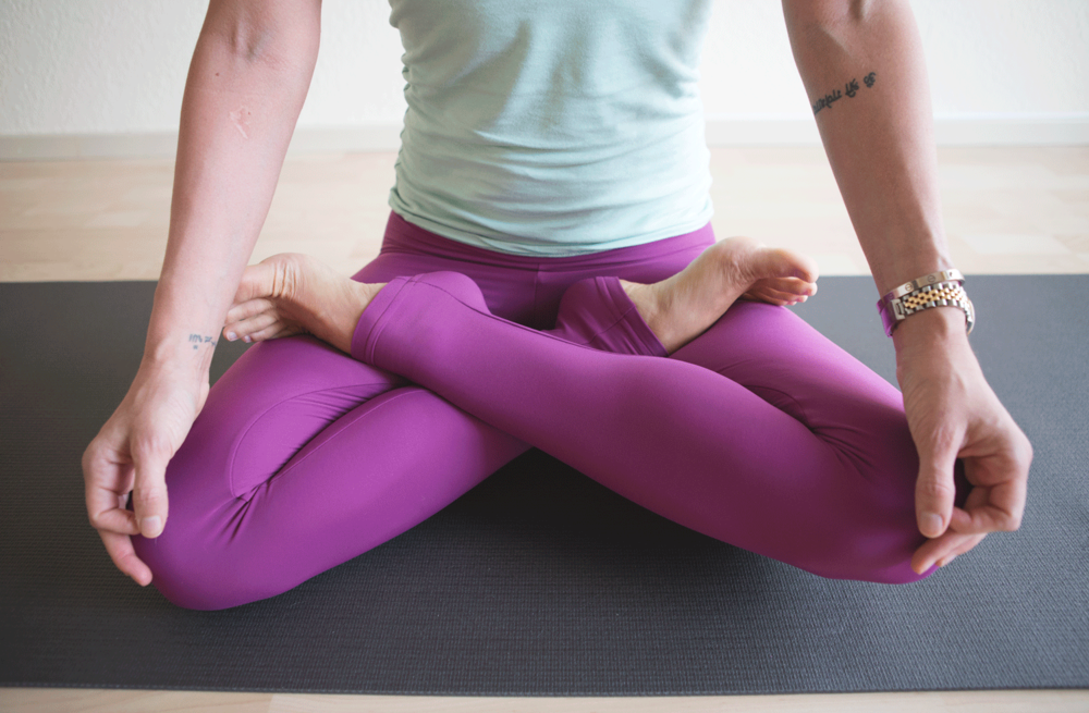 Dragonfly Lisa Leggings, using  Manduka black mat pro