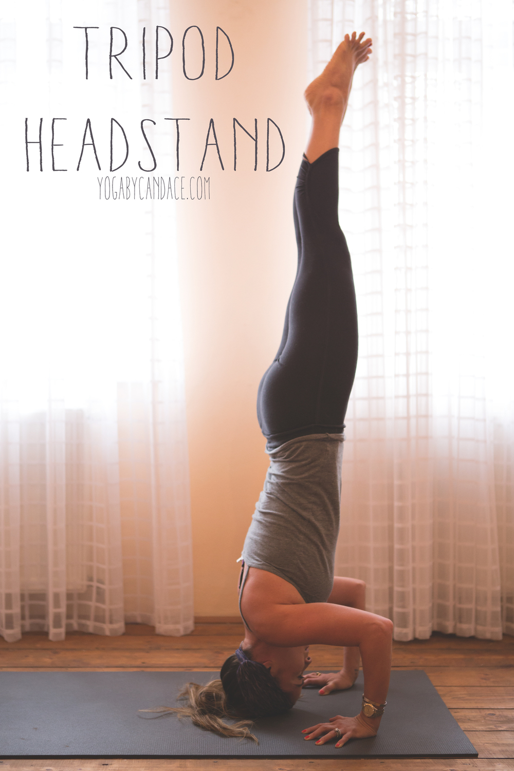Pin it! Tripod headstand. Wearing: FP Movement leggings, Sweaty Betty headband. Using: Black mat pro.