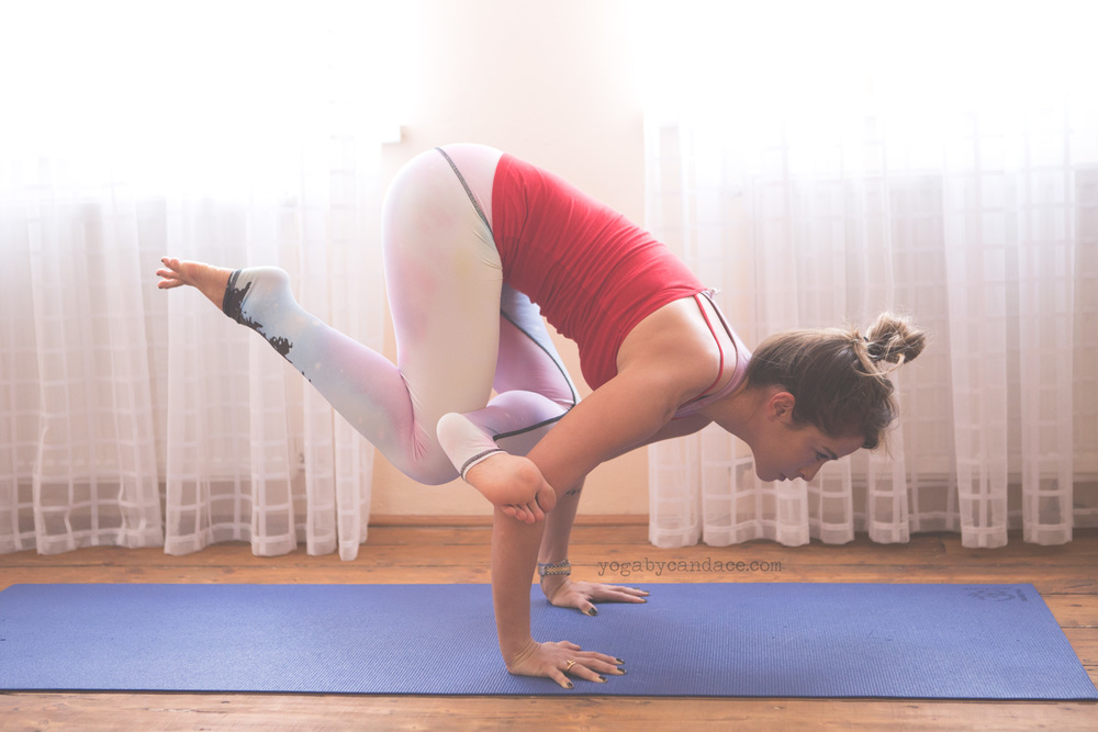 Pin it - what yoga poses to avoid when you have a migraine. Wearing: teeki pants.
