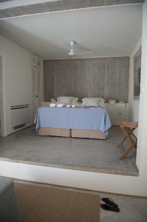 kamaroti-suites-hotel-4.jpg