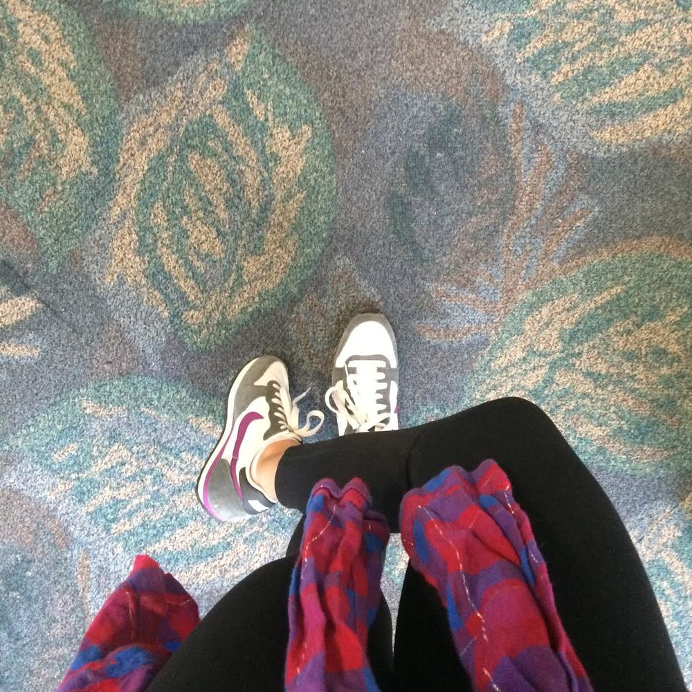 Travel time!  Wearing: hard tail forever leggings c/o, nike sneakers, splendid shirt (similar)