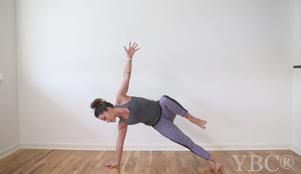 Pin now, practice later - 20 minute creative no-mat yoga class Wearing: sweaty betty tank and pants.