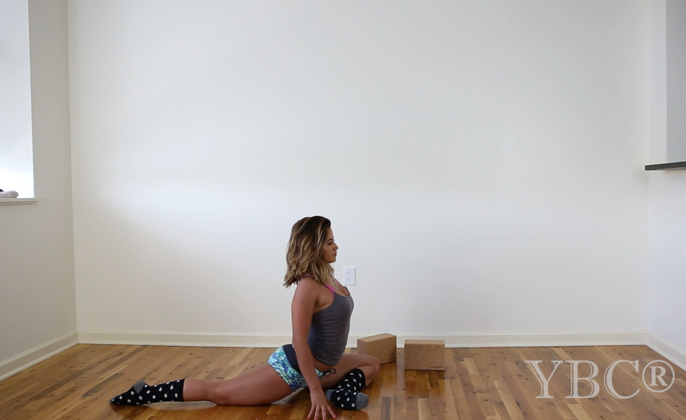 Pin now, practice later - a yoga video for splits. Wearing: Maaji shorts, forever21 tank, j crew socks (similar on sale).