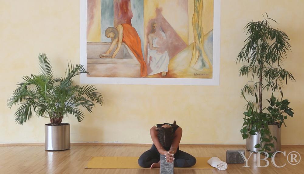 25 Minute relaxing yin yoga video