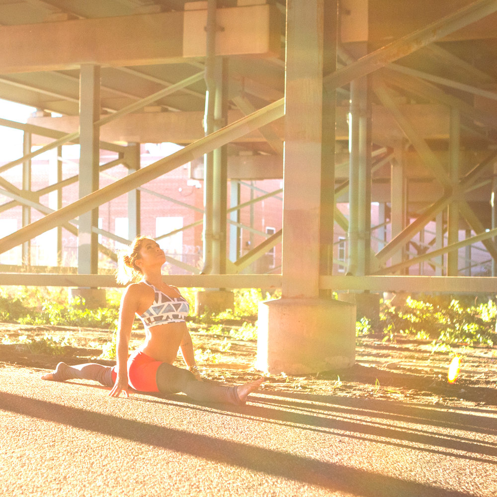 Jumpstart your yoga practice with our 20 Day Yoga Program!  Wearing:  alo yoga pants ,  almondon bra  c/o