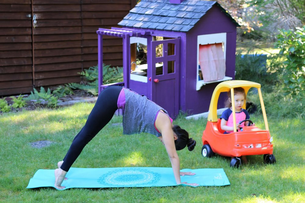 Yoga for busy moms - tips and tricks to keep your toddler occupied