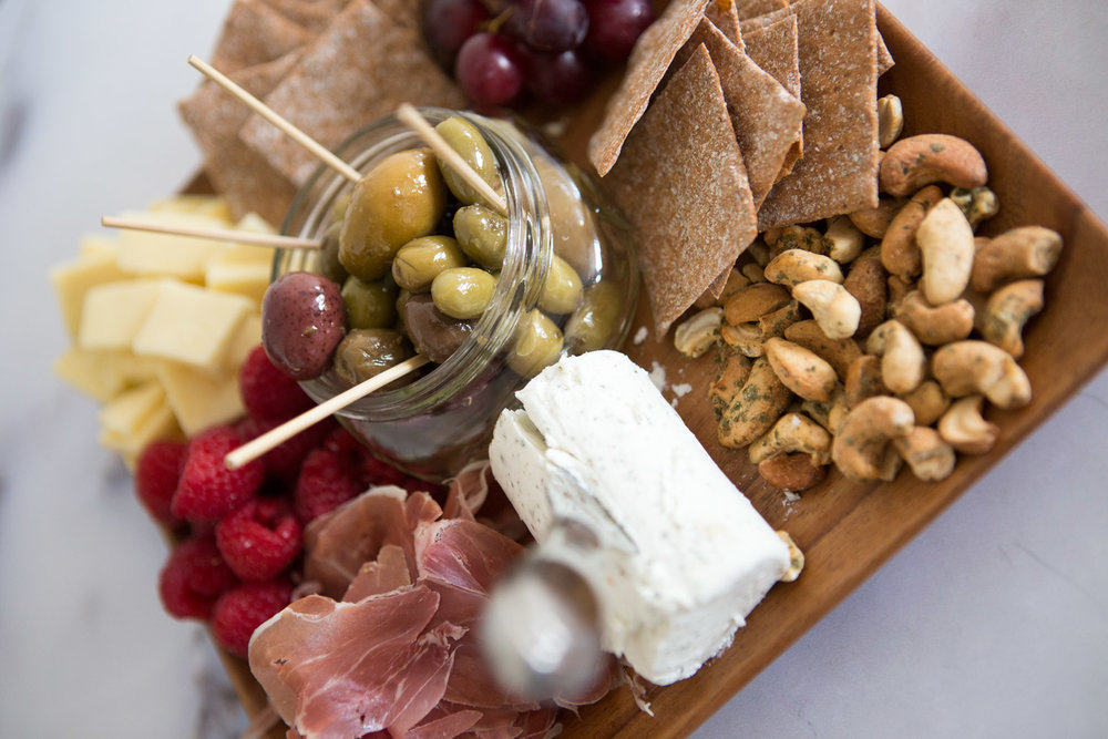 how-to-make-simple-cheese-board.jpg