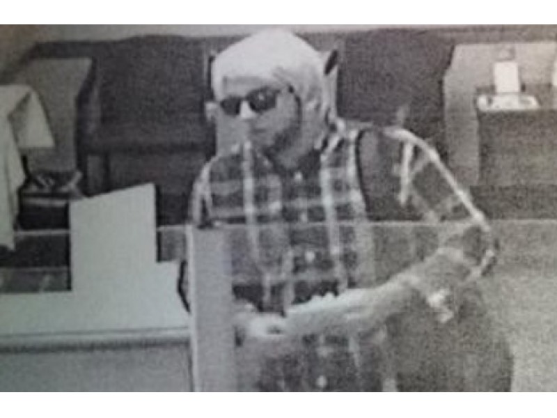 The wig-wearing bank robber who Julie DIDN'T go on a date with, because DUH.