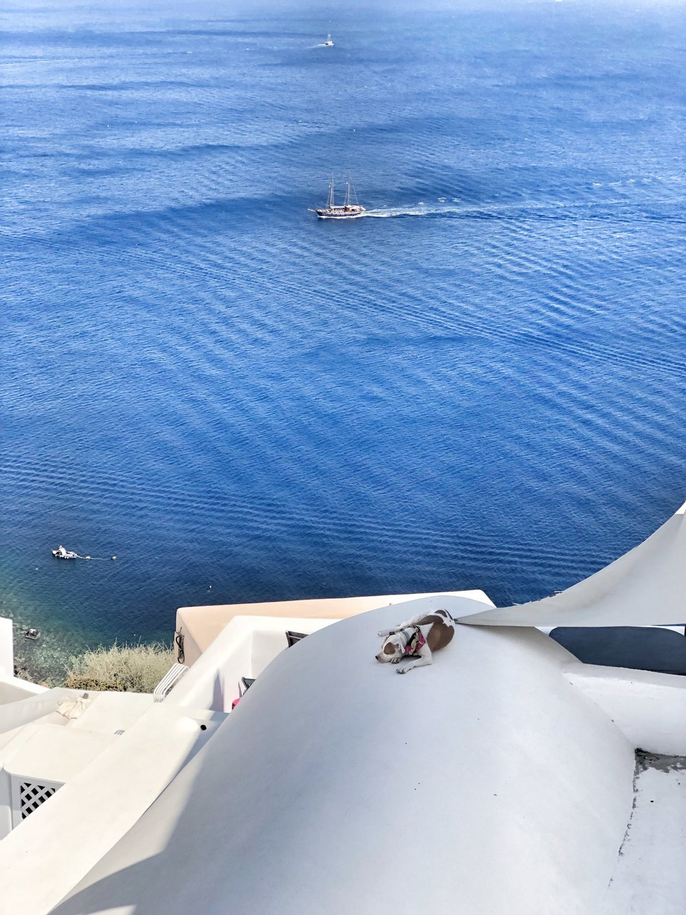 Snoozes in Santorini