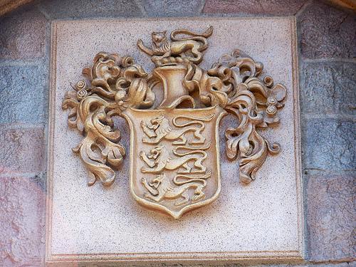 disney crest castle.jpg