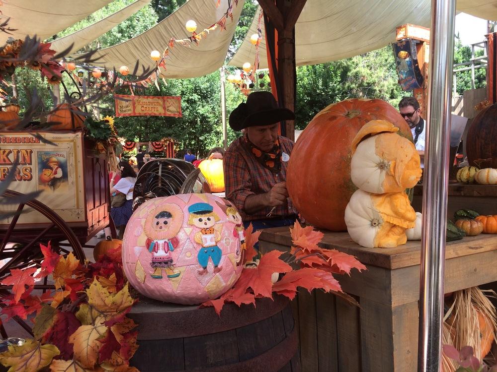 Small World:Halloween Round-up, Disneyland 2014