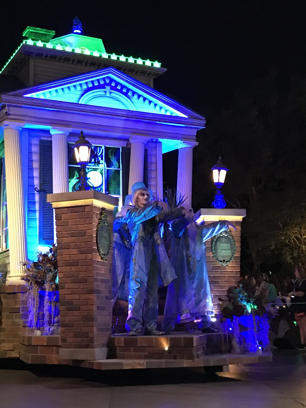 The Haunted Mansion float