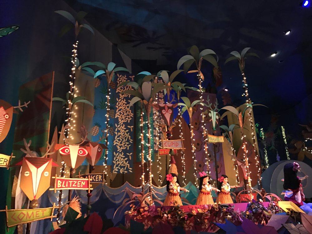 "Hawaii room - ""it's a small world holiday"""