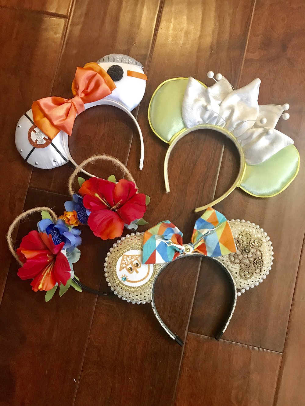 Minnie Mouse ear headbands from various Etsy sellers.