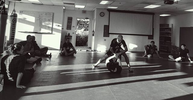 A captured moment from the Kali For Grapplers Seminar. I had a Great time training with some tough people in San Diego, a martial arts breeding ground. FMA Tribes of Doce Pares, Babao Arnis, Pulahan-Derobio Eskrima, Revolution BJJ, and Infinity BJJ represented. Joining 2 realms. Special thanks to Professor Dylan Dearborn for hosting. If you are in the SD area check out Jason and Jon's FMA classes. I will remember each and everyone of you for sharing the sweat and blood with me yesterday. Till next time MHR JC #babaoarnis #docepares #jiujitsu #kalimethod #kaliforgrapplers #pulahanderobioeskrima #infinitybjj #filipinomartialarts #mentaltraining #grappling