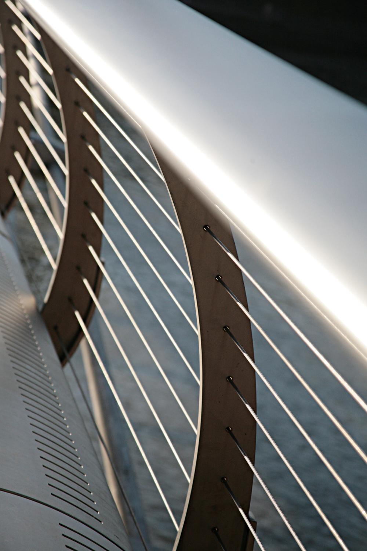 Millennium Bridge 2.jpg