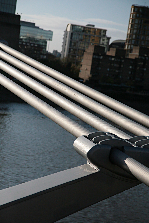 Supporting strutts on Millennium Bridge.jpg